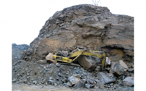 excavator crushed by a collapsed highwall