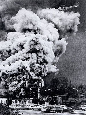 Smoke rising from the Llewellyn shaft of the Consol No. 9 mine on November 20, 1968